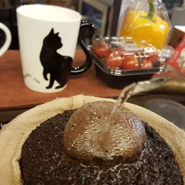 #珈琲と猫と煙草と ...こんどのピクルスはプチトマト入るよー